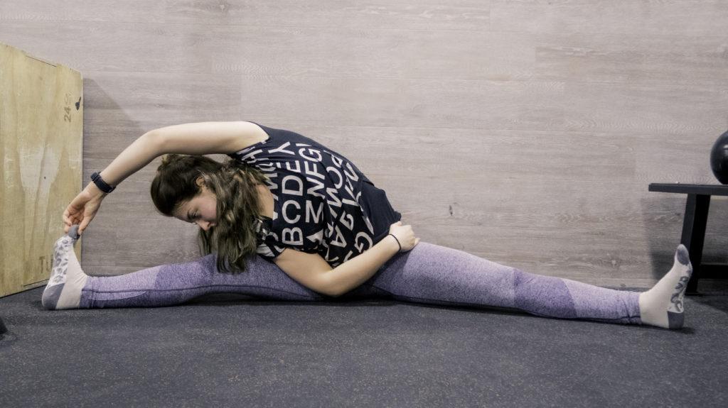Stretching Routine der Beine, Dehnung der Adduktoren und der seitlichen Rumpfmuskulatur, Hüftbeweglichkeit