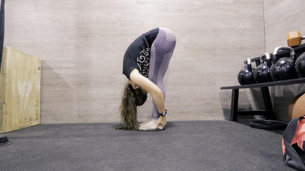 Stretching Routine für die Beine, Stehende Vorwärtsbeuge, Dehnung der Oberschenkelrückseite