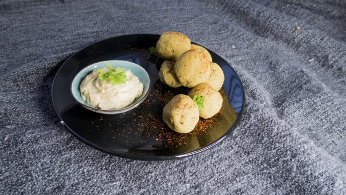 Kichererbsenbällchen mit Sesam-Dip aus dem Kochbuch Easy Asia von Weight Watchers