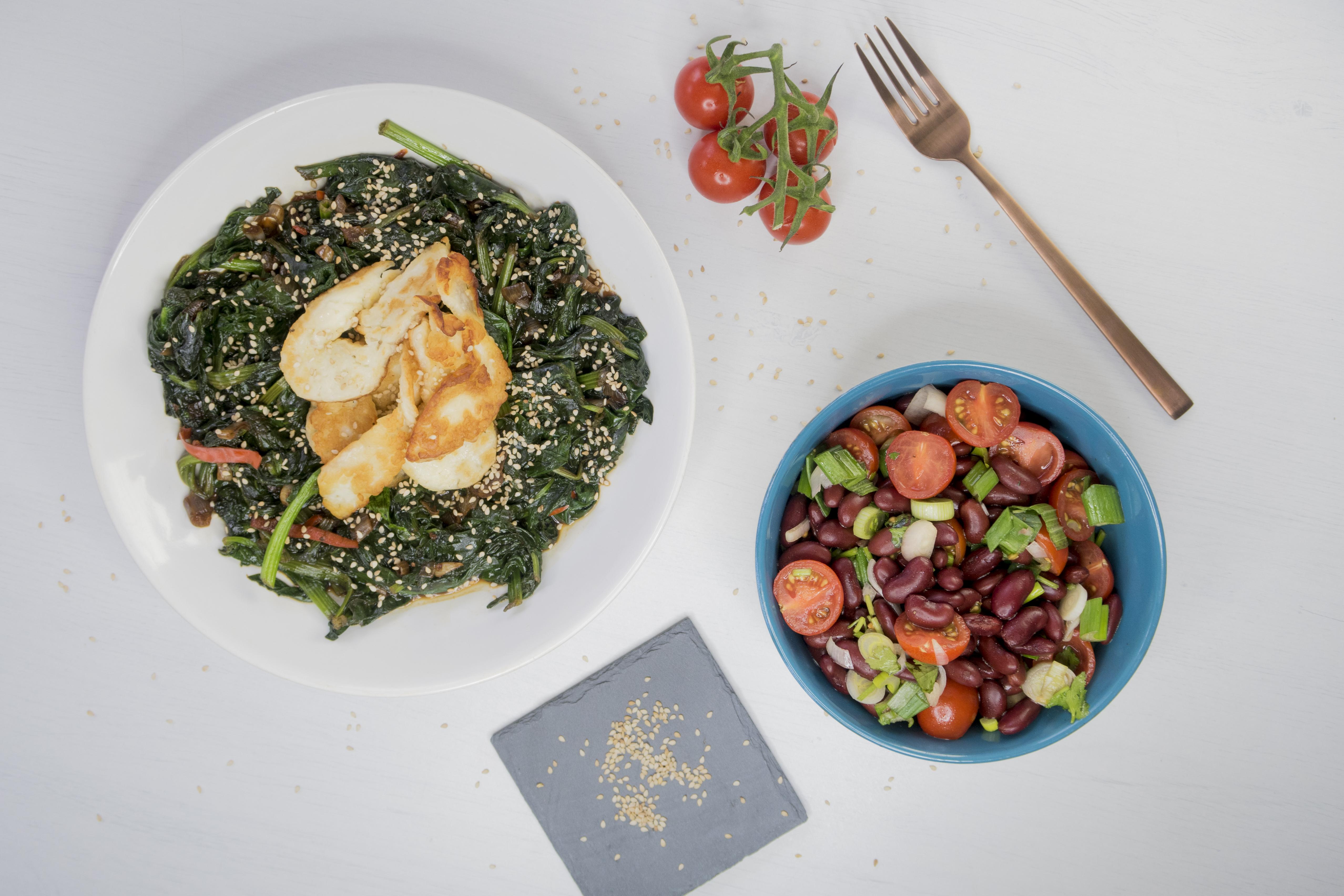 Spinat im Wok mit Halloumi aus dem Kochbuch Easy Asia von Weight Watchers